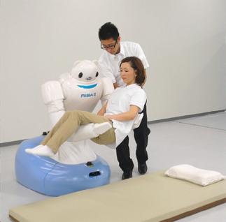 日本的照護型機器人RIBA-II,仿大型泰迪熊的外觀設計,可避免性別刻板印象的產生。